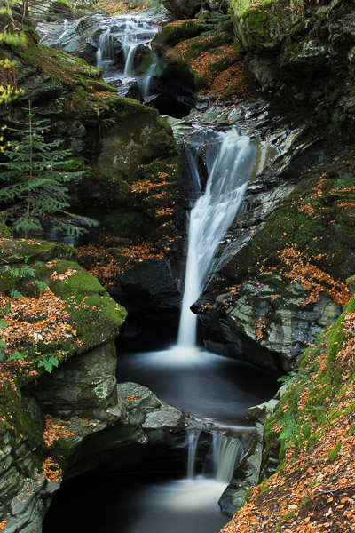 autumn_waterfall_3.jpg