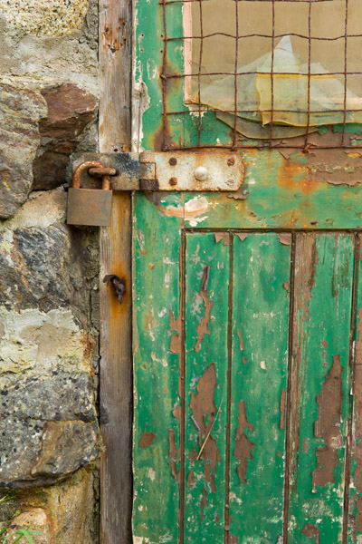 green_door_detail__priest_s_cove.jpg
