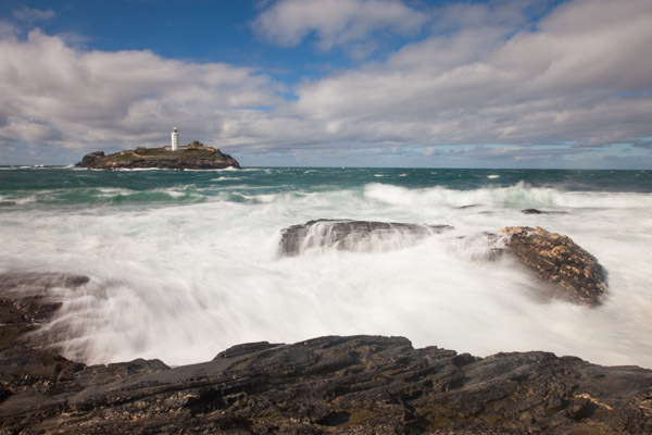 high_tide_near_godrevy_lighthouse.jpg