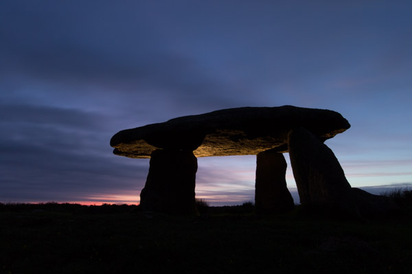 lanyon_quoit_at_sunrise.jpg