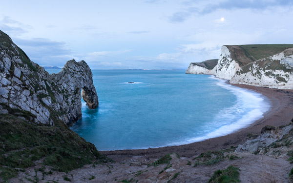 full_moon_setting_over_bat_s_head_from_durdle_door.jpg